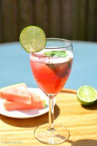 Foto glas watermeloen limoen sap
