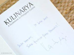 Foto kookboek Kulinarya, gesigneerd door chef-kok Myrna Segismundo © MEVRYAN.COM
