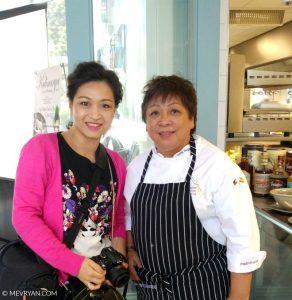 Foto Mevr. Yan met chef-kok Myrna Segismundo © MEVRYAN.COM.