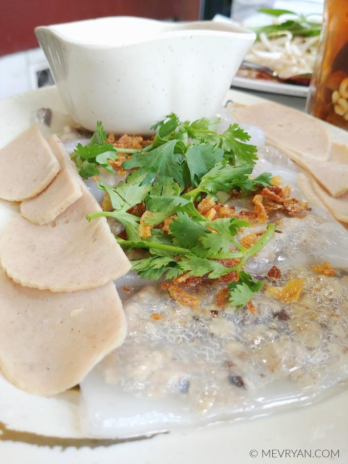 Foto Vietnamese gestoomde rijstflensjes / dumplings met varkensgehakt. © MEVRYAN.COM