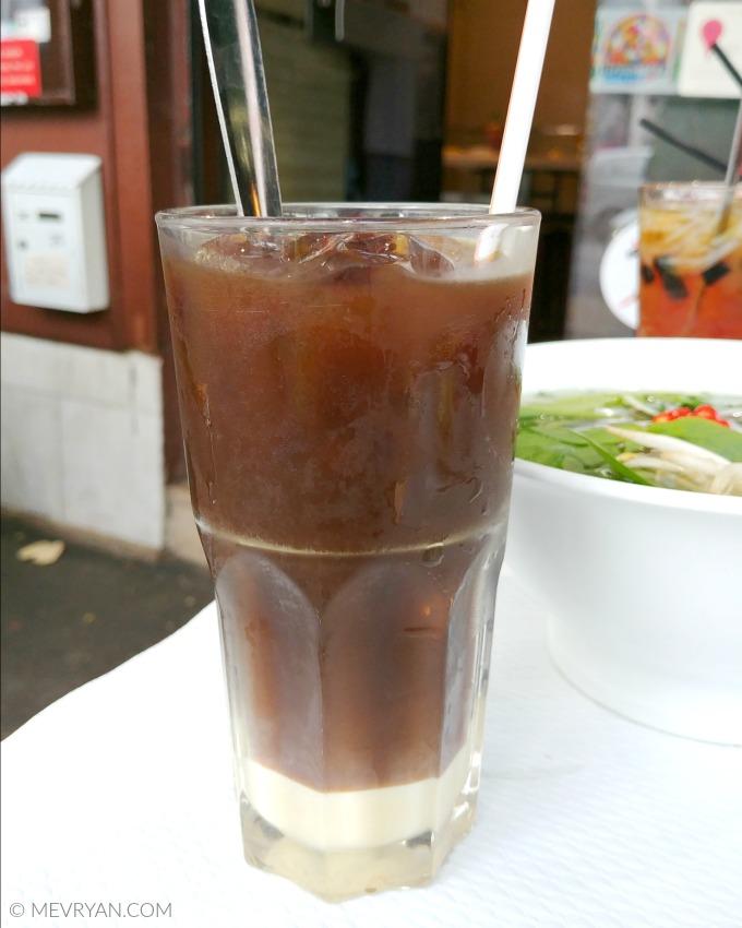Foto Vietnamese koffie met ijs, Pho 14 in Parijs. © MEVRYAN.COM